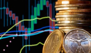 Attempt to Profit From Rising or Falling Exchange Rates